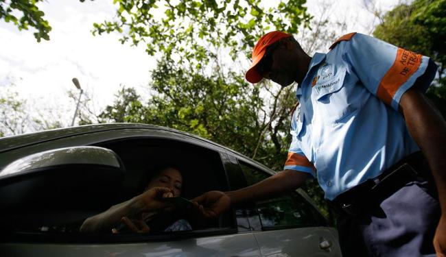 Na primeira blitz, em novembro de 2013, 20 veículos foram notificados - Foto: Raul SPinassé   Ag. A TARDE