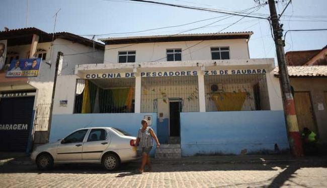 Comerciante denuncia que colônia pede voto para candidato - Foto: Raul Spinassé   Ag. A TARDE