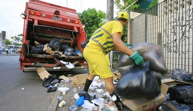 A prefeitura gasta R$ 19 milhões/mês com a coleta tradicional - Foto: Joá Souza | Ag. A TARDE | 03.02.2014