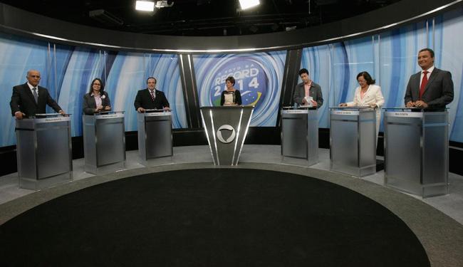 Souto, Renata Mallet, Da Luz, Mendes, Lídice da Mata e Rui durante o debate - Foto: Adilton Venegeroles | Ag. A TARDE | 27.09.2014