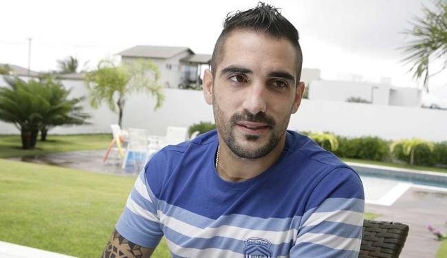 Escudero sofreu uma lesão muscular na coxa e era dúvida para o jogo de hoje - Foto: Marco Aurélio Martins | Ag. A TARDE | 14.08.2014