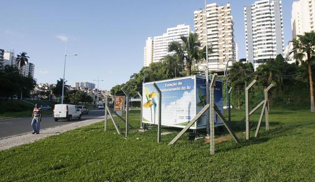Estação de monitoramento do ar situada na avenida ACM - Foto: Joá Souza | Ag. A TARDE | 29.10.2013