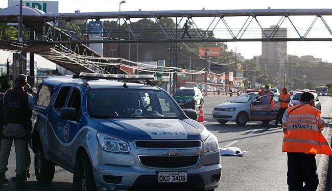 Alguns atropelamentos acontecem próximo a passarelas de Salvador, como na avenida ACM - Foto: Edilson Lima | Ag. A TARDE