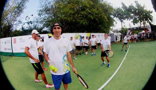 O ex-tenista profissional Fernando Meligeni ministrou clínica de tênis para interessados em conhecer - Foto: Edgard Souza | Divulgação