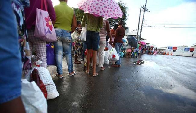 Filas se formam em frente à penitenciária - Foto: Joá Souza | Ag. A TARDE