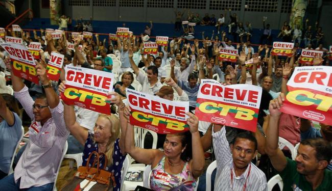 A paralisação já havia sido aprovada na última quinta e foi referendada em assembleias desta segunda - Foto: oá Souza | Ag. A TARDE | 29.09.2014