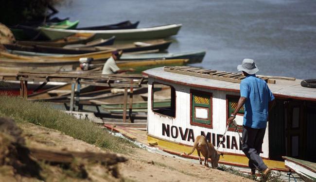 Cais da cidade de Ibotirama, onde são registrados os casos dos falsos pescadores - Foto: Raul Spinassé   Ag. A TARDE