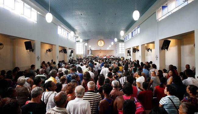 Todo ano a igreja se enche de fiéis - Foto: Raul Spinassé | Ag. A TARDE Data: 27/09/2012