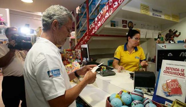 As equipes trabalham pela manhã, tarde e noite nos shoppings e pelas lojas da cidade. - Foto: Mila Cordeiro | Ag. A TARDE