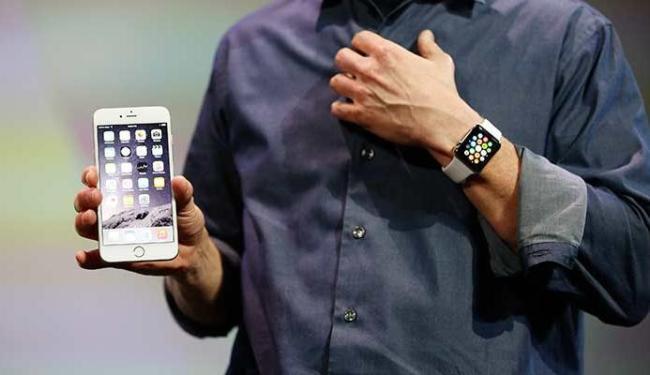 iPhone 6 Plus foi apresentado na terça-feira, junto com o relógio inteligente da Apple - Foto: Agência Reuters