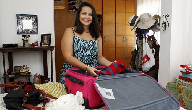 A advogada Ísis Braga prefere viajar na baixa estação pela economia e comodidade - Foto: Eduardo Martins | Ag. A TARDE
