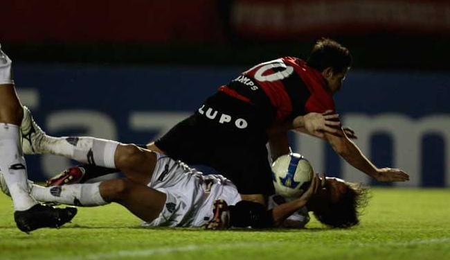 Mão na bola tem gerado muita polêmica neste Campeonato Brasileiro - Foto: Eduardo Martins   Ag. A Tarde Data: 29/04/2009