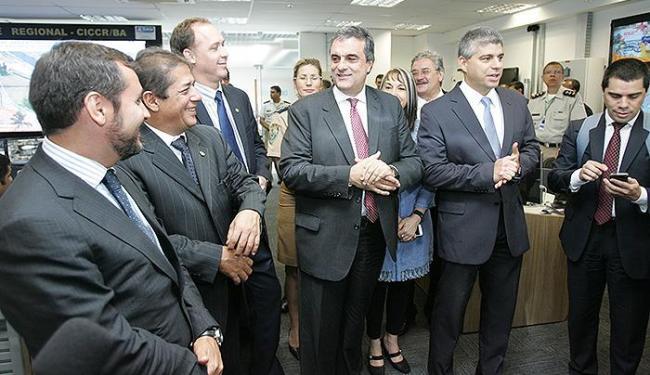 Ministro Cardozo (C) apresentou balanço parcial ao lado de secretários de segurança nordestinos - Foto: Margarida Neide | Ag. A TARDE