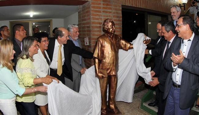 O reitor Naomar Almeida, o governador Jaques Wagner e o ministro da Educação, José Henrique Paim - Foto: Manu Dias   Divulgação   GOVBA