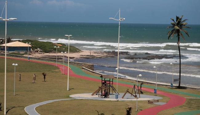 A praia da Boca do Rio, em Salvador, está entre as impróprias para o banho - Foto: Raul Spinassé | Ag. A TARDE