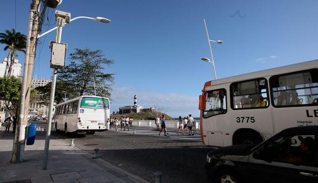 Sete equipamentos foram instalados no bairro para fiscalizar o excesso de velocidade - Foto: Mila Cordeiro | Ag. A TARDE