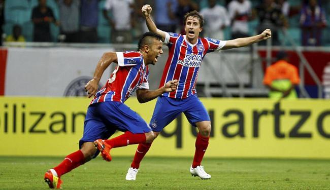 Railan (E) festeja seu gol com Rafael Miranda - Foto: | Ag. A TARDE