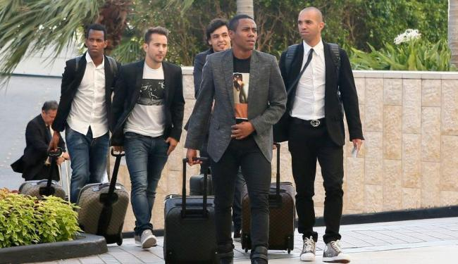 Gil, Everton Ribeiro, Ricardo Goulart, Elias e Diego Tardelli chegam a Miami - Foto: Divulgação | CBF