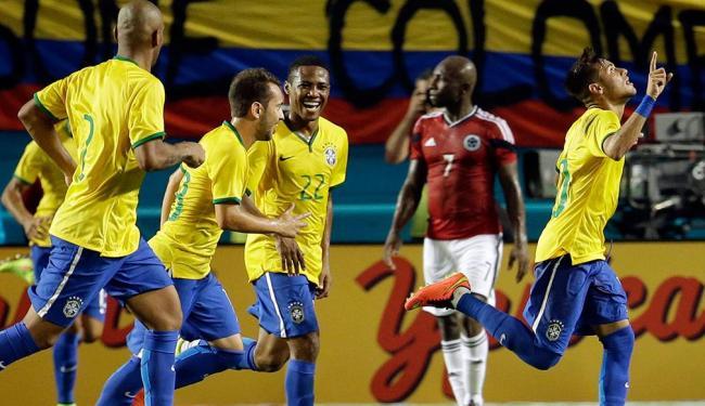 Jogadores da seleção brasileira comemoram vitória contra a Colômbia - Foto: Agência Reuters