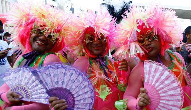Trio de travestidos foi um dos destaques da Parada Gay da Bahia - Foto: Joá Souza | Ag. A TARDE | 21.09.2014