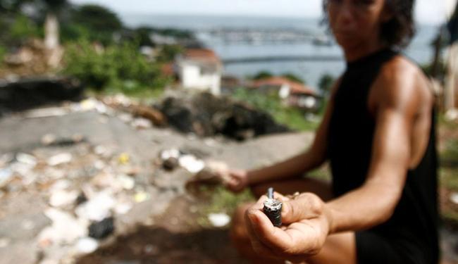 Cerca de 23,5 mil pessoas usavam a droga em Salvador e RMS em 2012 - Foto: Raul Spinassé | Ag. A TARDE | 07.06.13