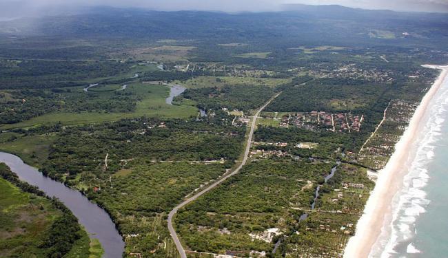 Vista aérea do local onde será construído o Porto Sul: complexo deverá entrar em operação em 2017 - Foto: José Nazal   Associação Ação Ilhéus