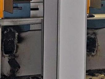 Criminosos utilizaram maçaricos para arrombar caixas - Foto: Reprodução | Jorge Quixabeira