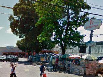 A descarga elétrica aconteceu em um dos balcões de alimentos do Bompreço do IAPI - Foto: Reprodução   Google Maps