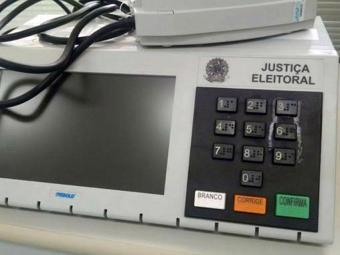 Eleitor colou tecla para impedir que ela fosse pressionada - Foto: Marcelo Brandão   Agência Brasil