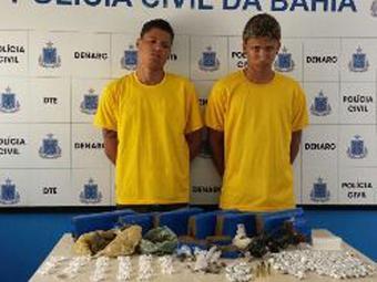 Érico e Anderson usavam uma casa abandonada como ponto de venda das drogas - Foto: Divulgação | ASCOM Polícia Civil