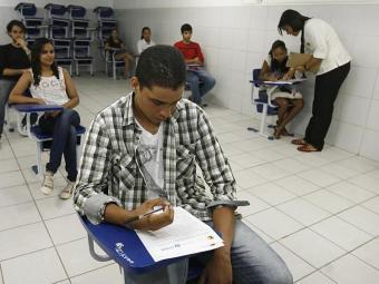 Alunos do ensino médio participam de simulado do Enem no Colégio Oficina - Foto: Luciano da Matta   Ag. A TARDE   05.10.2013