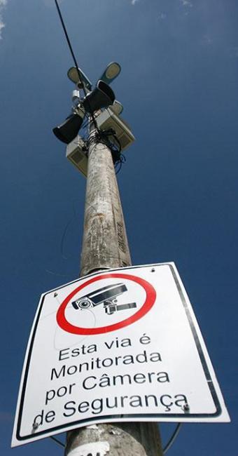 Presença de câmeras e alto-falantes está sinalizada - Foto: Raul Spinassé | Ag. A TARDE | 01.10.14