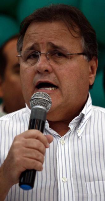 Geddel apoia Aécio, contrariando a aliança nacional com Dilma Rousseff - Foto: Luiz Tito | Ag. A TARDE
