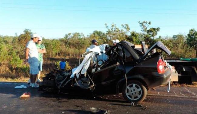 O veículo de modelo Corsa ficou completamente destruído - Foto: Reprodução | Site Sigivilares