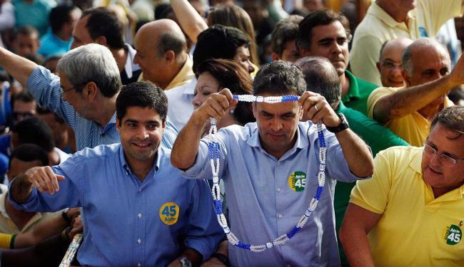 Aécio Neves provocou adversária, Dilma Roussef, em caminhada no Centro Histórico - Foto: Raul Spinassé | Ag. A TARDE