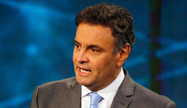 Aécio acusa Dilma de divulgar