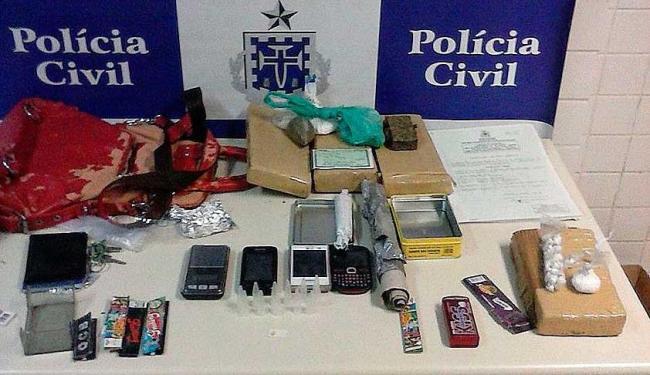 Drogas foram apreendidas com trio em casarão usado como ponto de tráfico na Ladeira da Soledade - Foto: Divulgação | ASCOM Polícia Civil