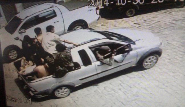 Bandidos utilizaram um Fiat Strada para realizar fuga - Foto: Reprodução   Portal Jaguarari