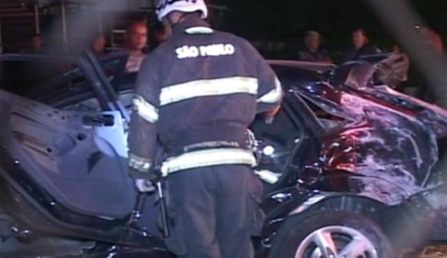 Após inspeção no carro, os policiais encontraram o corpo de um jovem no porta-malas - Foto: Reprodução   TV Globo