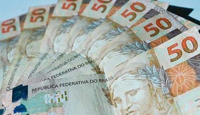 Os juros mensais ficam em torno de 2%, variando de acordo com a instituição - Foto: Marcello Casal | Agência Brasil