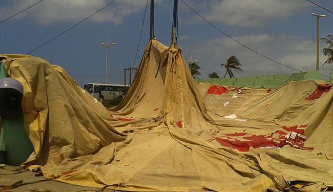 Equipe baixava lona quando rajada de vento atingiu o material - Foto: Divulgação
