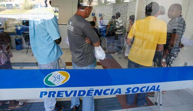 Ao todo são 4.016 vagas de cadastro de reserva para nove cidades - Foto: Gildo Lima| Ag. A TARDE. 04/05/2012