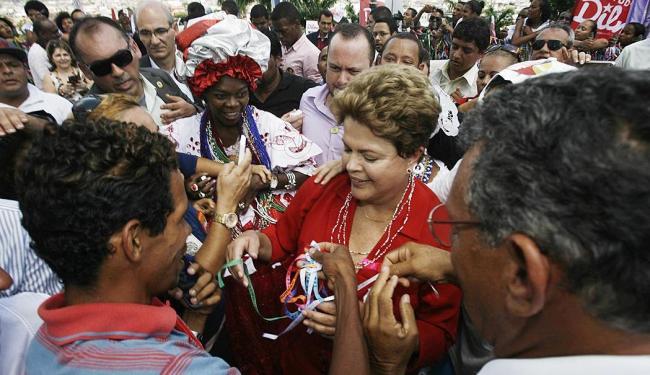 Dilma visita igreja dedicada ao Senhor do Bonfim durante agenda de campanha na capital baiana - Foto: Raul Spinassé | Ag. A TARDE