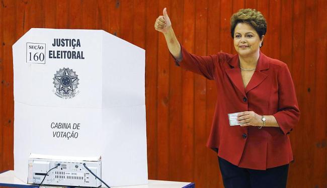 Durante votação, Dilma foi recebida com aplausos e gritos de apoio de militantes - Foto: Agência Reuters