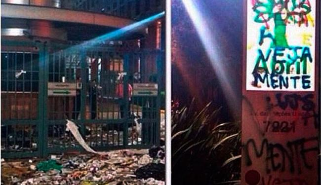 Muito lixo e muros pichados na sede da Editora Abril em São Paulo - Foto: Reprodução   Instagram