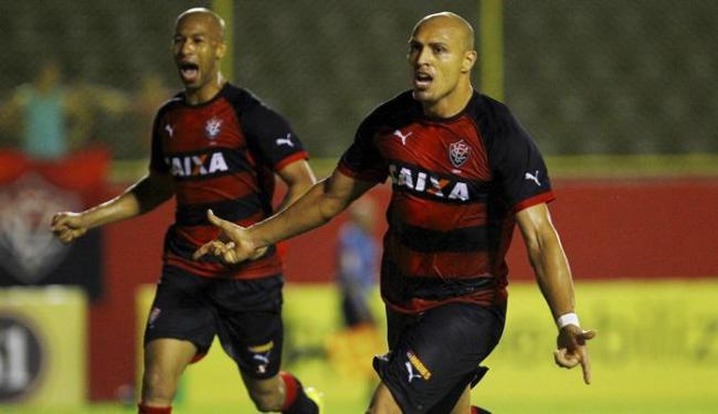 Autor de dois gols, Edno (D) conduziu o triunfo do Leão contra o Criciúma - Foto: Eduardo Martins | Ag. A TARDE