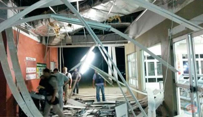 Parte da estrutura do refeitório ficou destrída devido impacto da detonação - Foto: Reprodução | Site Giro em ipiau 1