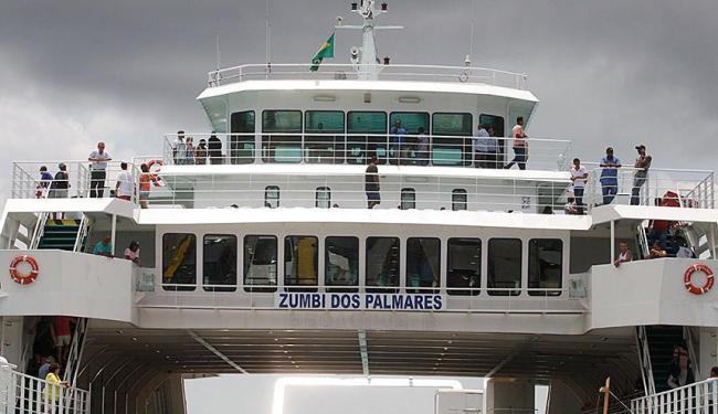 Ferry Zumbi dos Palmares realizou a travessia na manhã desta quinta - Foto: Edilson Lima   Ag. A TARDE