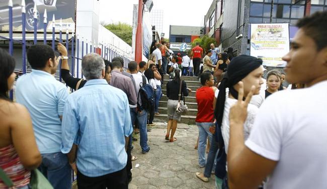 No posto da Av. Antônio Carlos Magalhães também foi grande a irritação dos que buscaram atendimento - Foto: Joá Souza   Ag. A TARDE