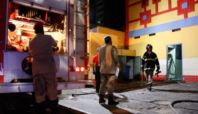 Incêndio começou por volta das 18h - Foto: Joá Souza   Ag. A TARDE